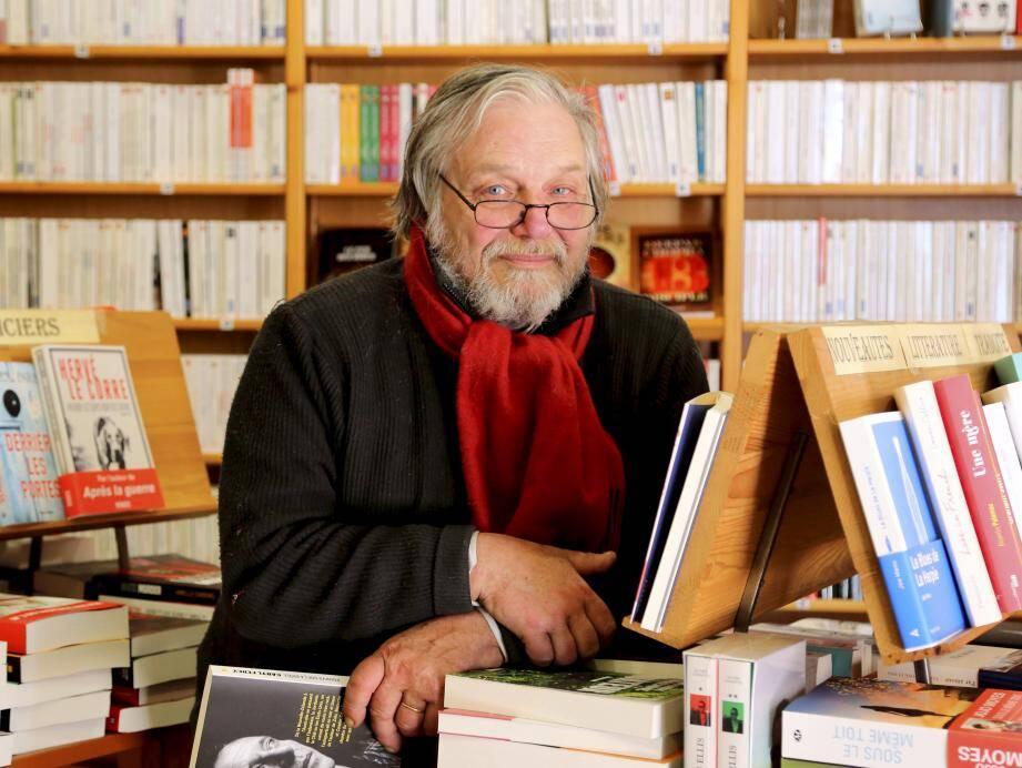 Gérard Desprez, propriétaire de la librairie brignolaise « Le Bateau blanc ».