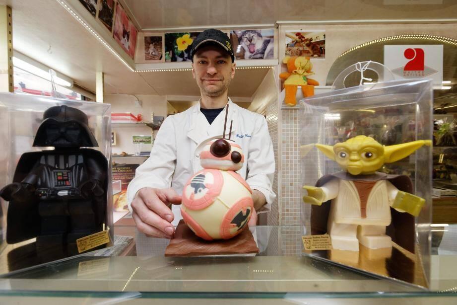 Dark Vador et Maître Yoda en « chocolat Lego », le robot BB-8 Droïde… Frédéric Coussy s'inspire de l'univers de Star Wars, mais aussi d'autres célèbres franchises hollywoodiennes, pour réaliser des créations chocolatées.