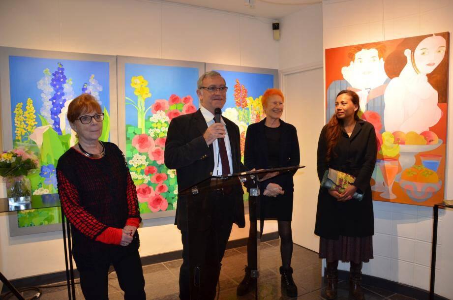 Esther Morisse (2e à droite) a reçu la médaille de la ville du maire Gérard Spinelli et son épouse, en présence de Patricia Veneziano, conseillère municipale déléguée à la Culture et Stephan Gaffoglio, responsable du Service culturel.