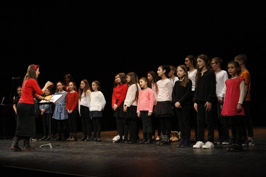 Sous la direction de Mélodie Mariette, près d'une vingtaine de petits Mentonnais ont participé à ce premier « Print'Enchanté ».