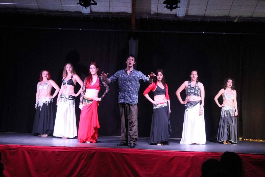 La troupe Zyriad a reversé la recette de son spectacle au Cocon de Cabrousse.