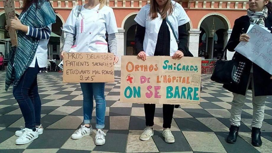 Les orthophonistes en colère ont manifesté jeudi dernier place Masséna.