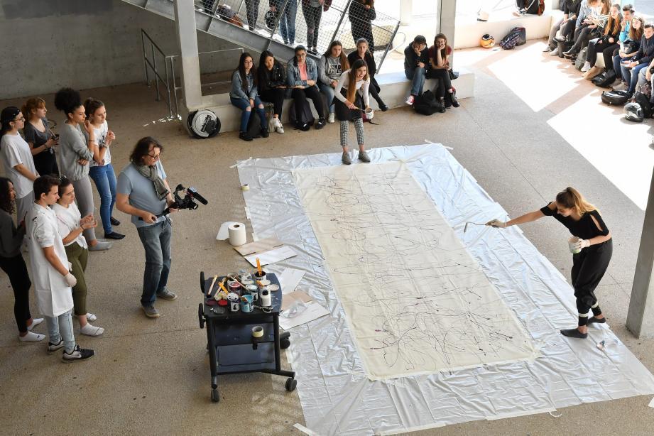 Danse, musique, art contemporain, théâtre, installations et autres performances artistiques étaient au programme des Curie d'arts, hier.