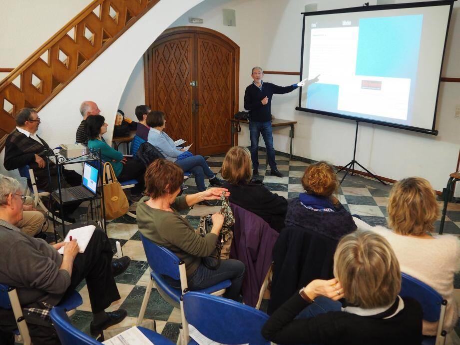 L'écrivain Jean-Marie Schneider, président du Cercle des auteurs bandolais (Cab), a été invité par l'association Lumière(s) du Sud pour évoquer l'adaptation d'un de ses romans à la télévision.