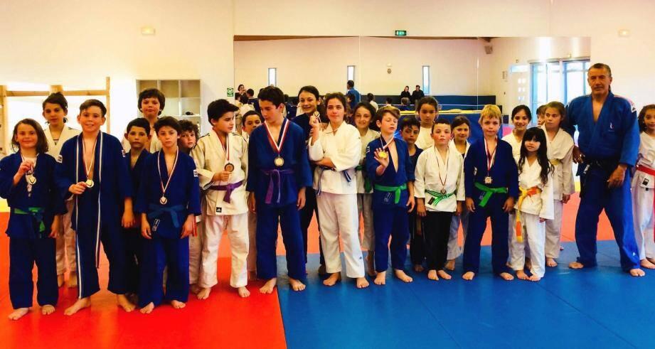 Franck Lemoine et les jeunes participants et médaillés du week end