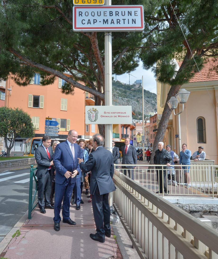 Le maire de Roquebrune-cap-Martin et le prince Albert II de Monaco ont dévoilé une plaque faisant référence aux ex fiefs des Grimaldi.