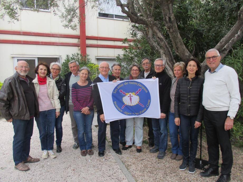 Les Amis de Saint Jacques, avec leur président délégué du Var Francis Tabary, et la secrétaire de l'association Yolande Nectoux (à droite.)