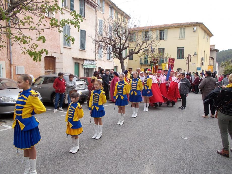 Les majorettes ont ouvert le défilé.