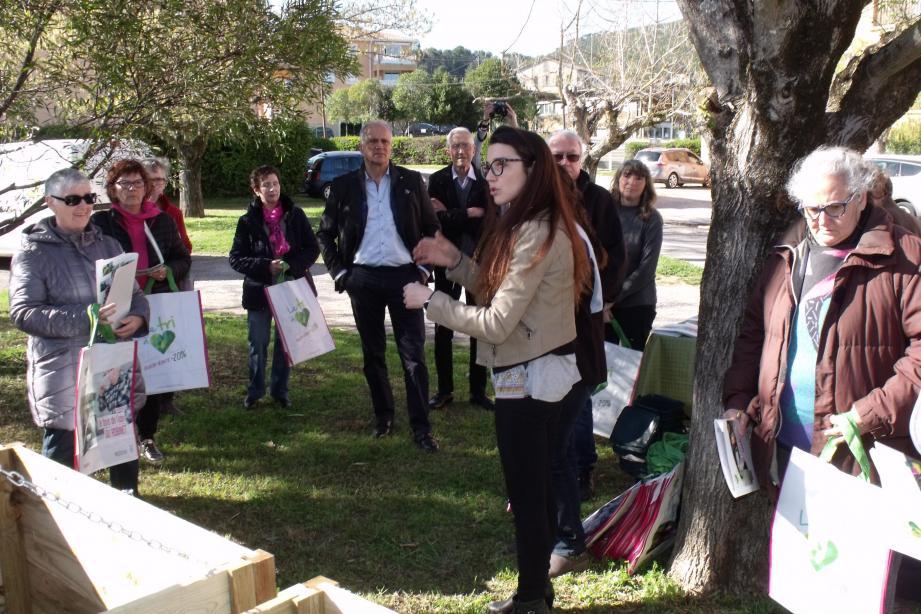 Le processus de compostage expliqué aux résidents Des Chênes.