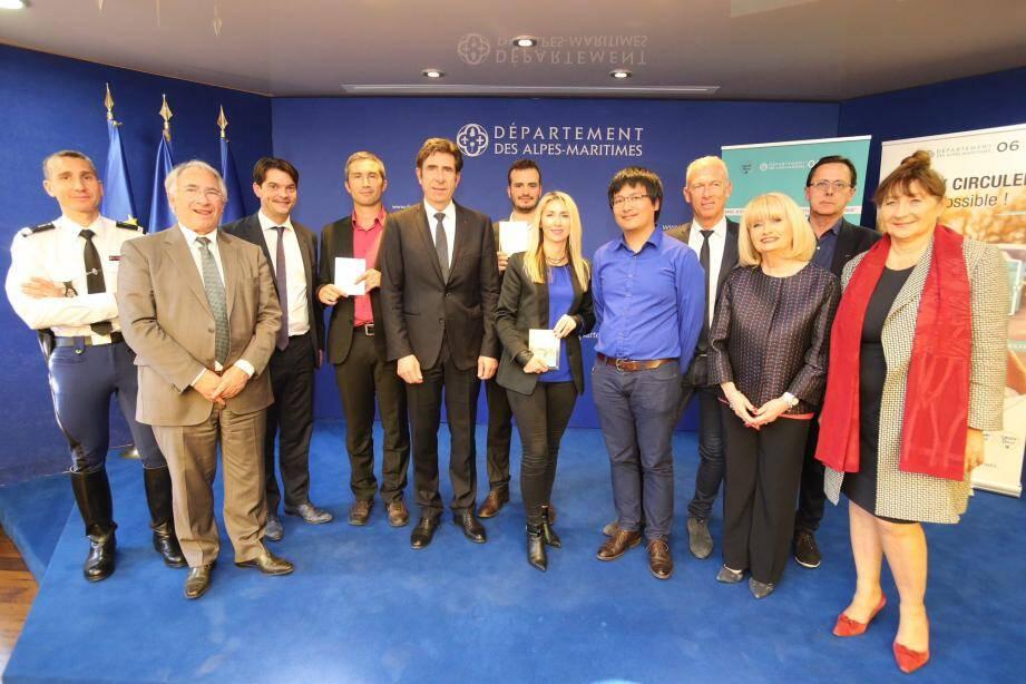 Charles-Ange Ginésy a remis, jeudi soir, les prix aux trois lauréats de l'appel à projet « Solution  de covoiturage dynamique dans les Alpes-Maritimes ».(DR)