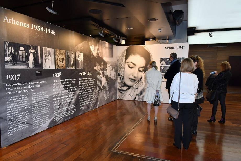 L'exposition reproduit images d'archives et documents audiovisuels dans lesquels la Callas se raconte.