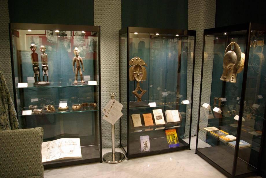 Masques, fétiches et bijoux autrefois pleins de magie sont exposés pour quelques semaines seulement à la villa les Camélias.