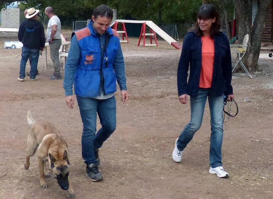 Florent Picore en compagnie de son chien Midas et de sa présidente Véronique Porcu qui vient de terminer second du concours de Roquebrune en échelon 2.