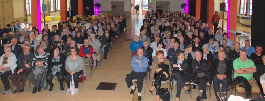 Plus de deux cent cinquante personnes ont répondu à l'invitation du maire.