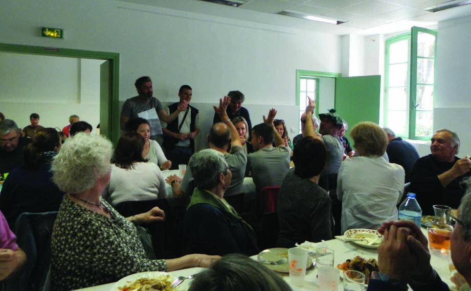 Cyril Macagno, Renaud et Jean-Louis Fredducci saluent le travail effectué par les 106 bénévoles du Trail des mange-lamberts.