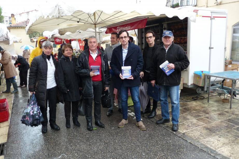 « Le nouvel impôt métropolitain, votre maire a voté pour, les élus FN ont voté contre » ont répété à l'envie les militants hier matin au marché du Cros de Cagnes.
