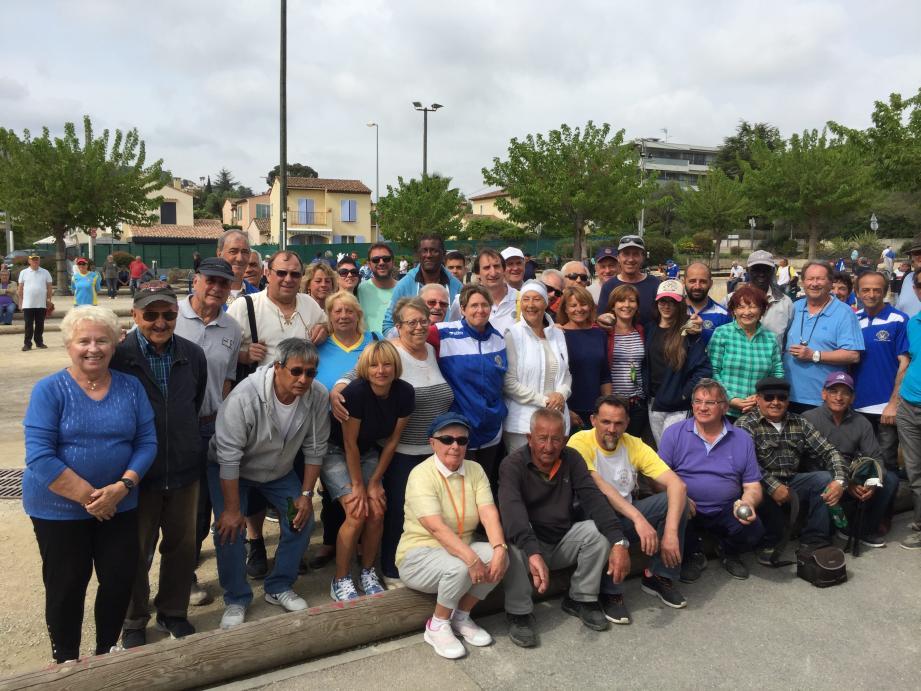 L'équipe de la Boule amicale sportive de Golfe-Juan autour de la présidente Nicole Urruty se prépare à organiser sa semaine bouliste.(Ph. D).