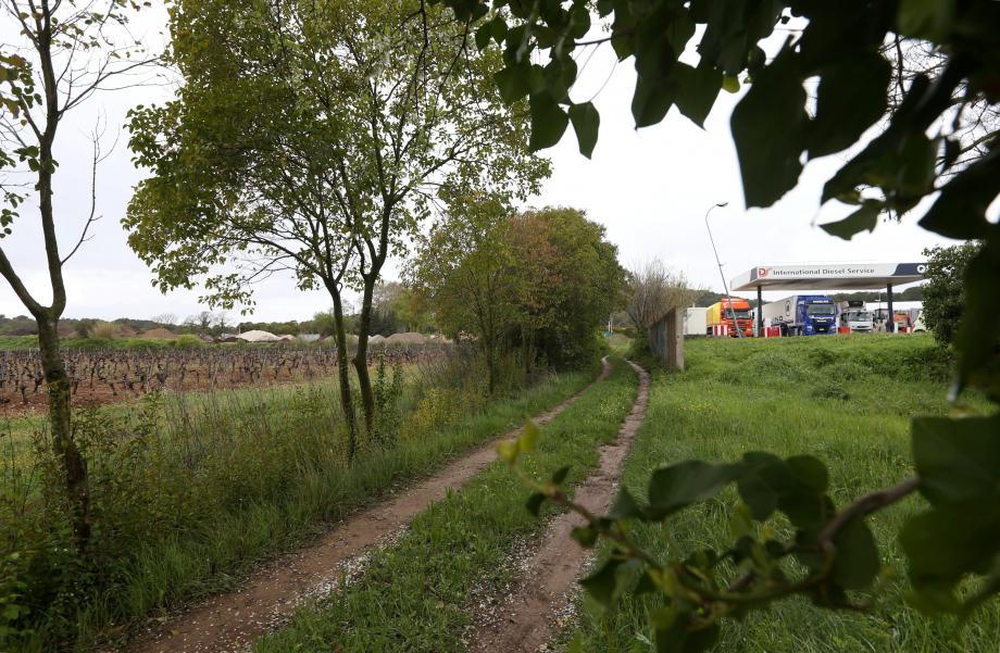 Le site prévu par le ministère de la Justice, en face des Ferrières près de l'A8, au Muy. Mais la Cad entend bien peser contre ce choix.