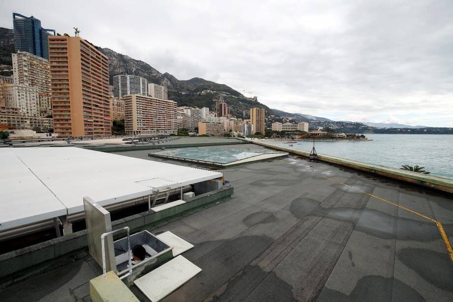 Une fois l'étanchéité refaite, le toit du bâtiment va être coiffé de panneaux photovoltaïques.