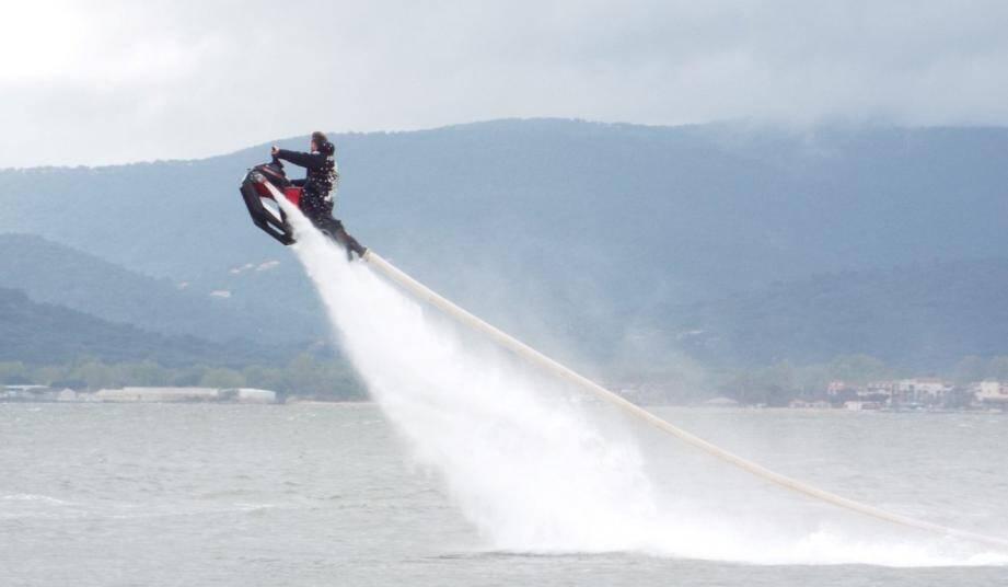 Le Flyride permet de s'élever dans les airs jusqu'à une hauteur de six mètres.(P.O.)