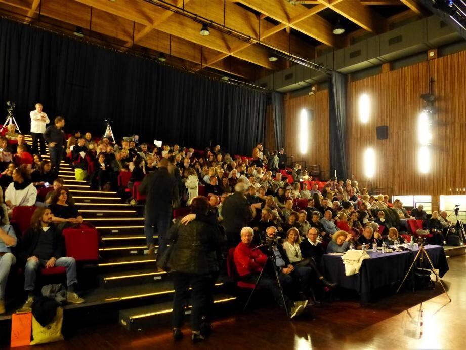 La salle Escoffier de Villeneuve-Loubet a accueilli une nouvelle édition de ce concours de chants courus par les amateurs.(D.R.)