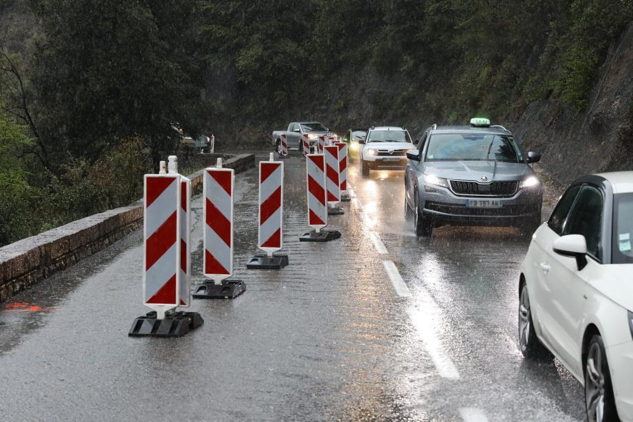 Les usagers de la route de la Bévéra doivent anticiper les deux feux rouges pour profiter plus sereinement de leur trajet et ne pas souffrir de cinq minutes de retard.