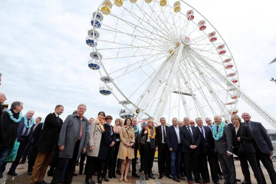 élus et personnalités ont posé de bonne grâce hier matin au pied d'une grande roue vue comme un symbole de la croissance perpétuelle d'une Foire de Brignoles chaque année plus incontournable dans le paysage de la région Paca.