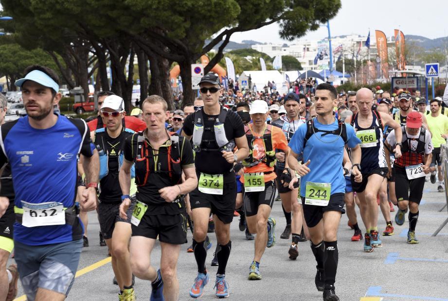 Plus de 600 coureurs au départ hier du Pt'it TBA sur l'esplanade du port de Mandelieu.