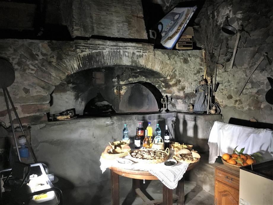 Dans tous les hameaux du village, le four à pain était le lieu de vie central des habitants. Celui du Revest est toujours utilisé de temps en temps.