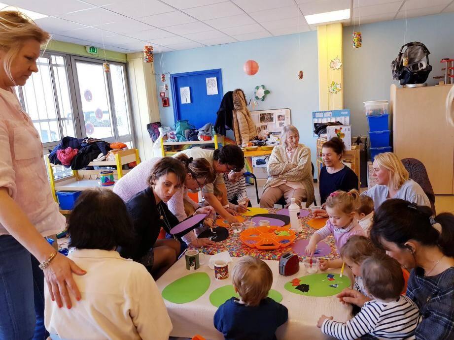 C'est avec un vrai plaisir que Christiane, Jeanine, Françoise et Yvonne ont mis la main à la pâte à modeler.