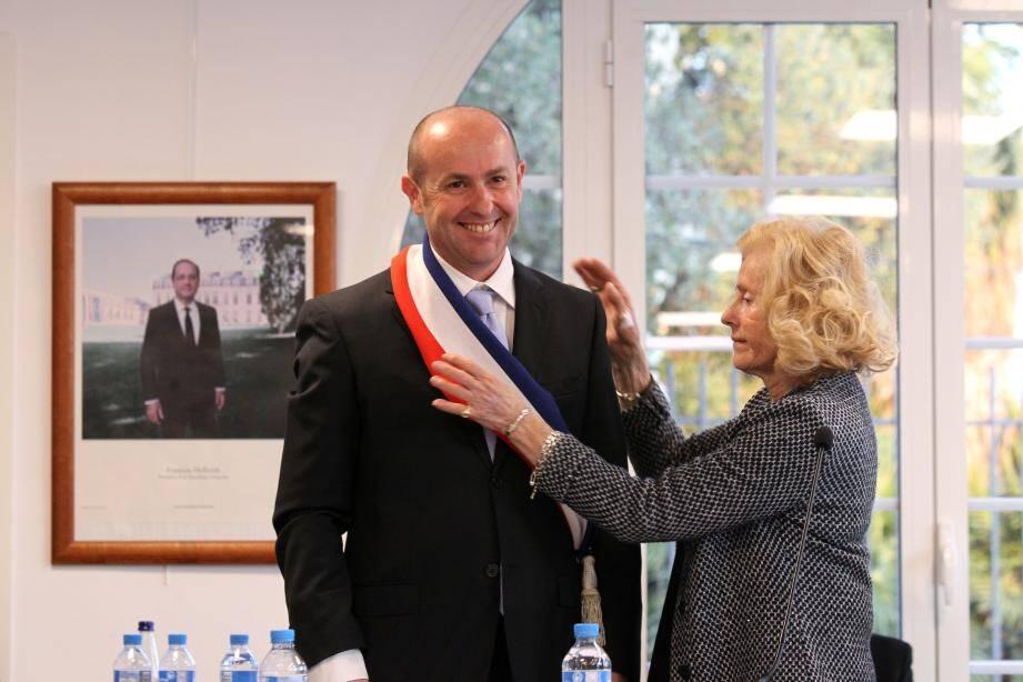 Bruno Bettati a été élu maire de La Gaude le 16 mars 2017, après la démission de Michel Meïni qui était poursuivi dans une affaire de fraude fiscale.