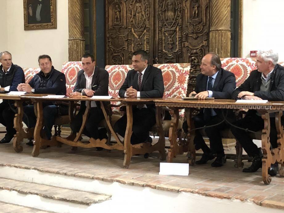 Une cinquantaine de commerçants ont rejoint l'équipe de La Napouloise dans cette salle de réunions du château.
