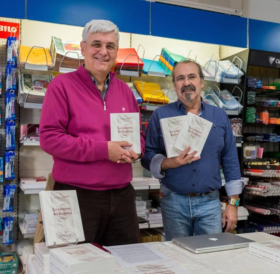 Bernard Cardinale en compagnie de Jean-Michel Goupillou de la librairie Les Mandarins. (PhotoL.Boxitt)