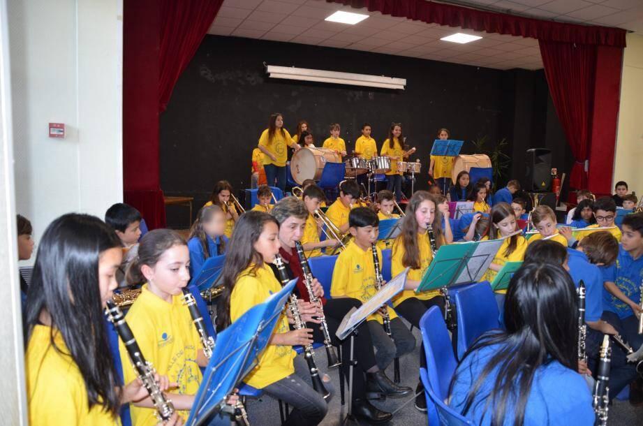 Rigueur, discipline, travail en groupe, concentration... sont autant de compétences acquises par les jeunes musiciens.