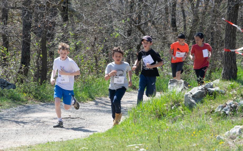 La course des CM2 filles avec un parcours de 2 200 m.