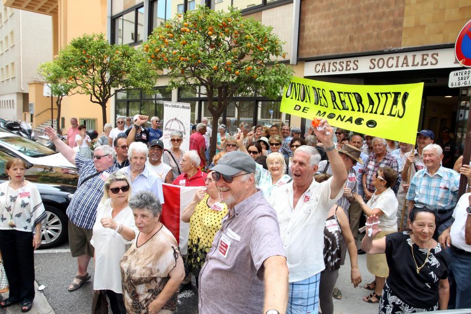 L'Union des retraités de Monaco mobilisée devant les caisses sociales en juin 2017.