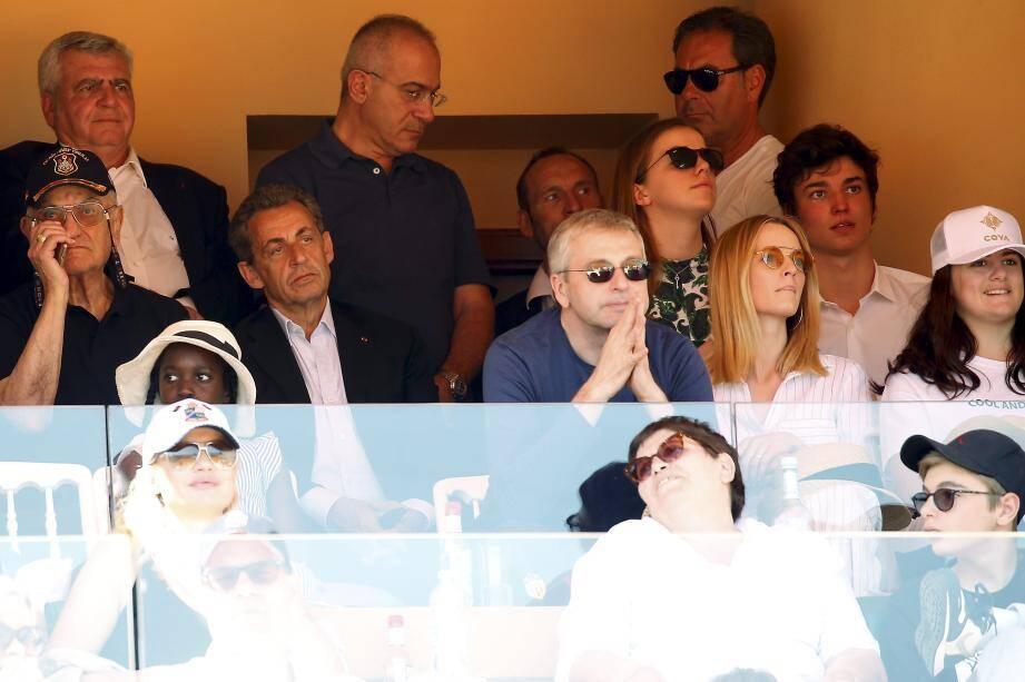 Nicolas Sarkozy a suivi les demi-finales dans une loge, à côté de Dmitri Rybolovlev, le président de l'AS Monaco. Avant cela, l'ancien Président a eu le droit à un bain de foule dans les allées.