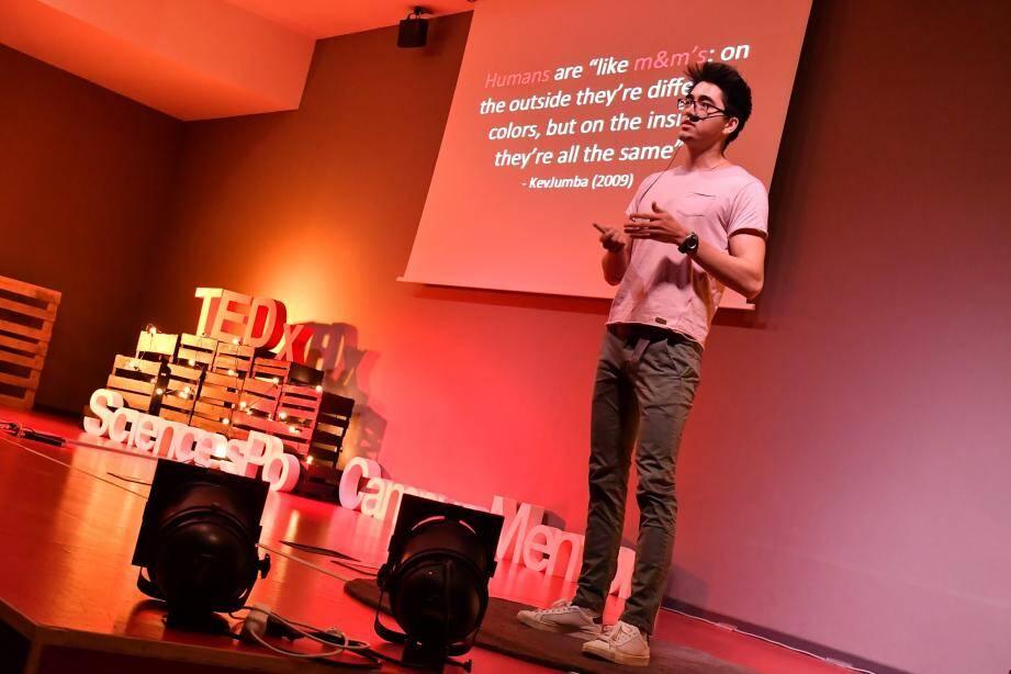 Kaz Tomazawa a lancé une réflexion sur l'identité culturelle et sa perception.