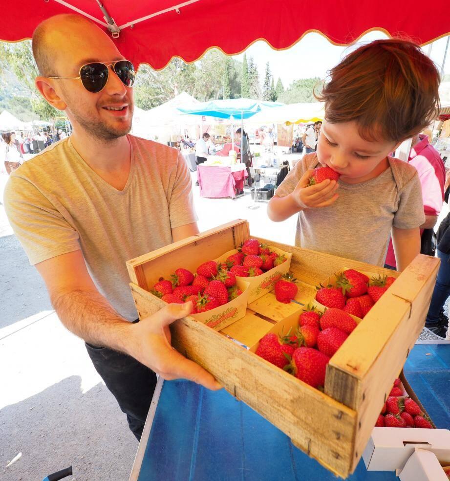 La fraise de Carros, qui se trouve sur les marchés entre 6 et 9 euros le kilo, est confrontée à la concurrence tout au long de l'année.