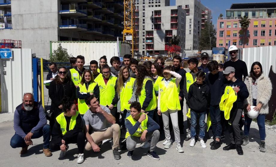 Résidence Pleiade à Nice : 35 élèves à la découverte des métiers liés à la construction d'un immeuble d'habitation.