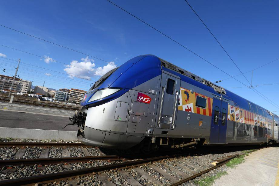Un TER sur la Côte d'Azur.