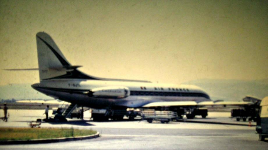 La caravelle d'Air France sur le tarmac de l'aéroport d'Ajaccio, peu avant son décollage.