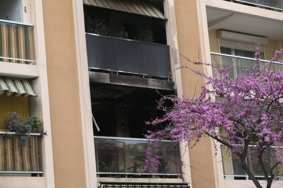 L'incendie s'est déclaré à 3h du matin, au premier étage de cet immeuble qui en compte quatre.