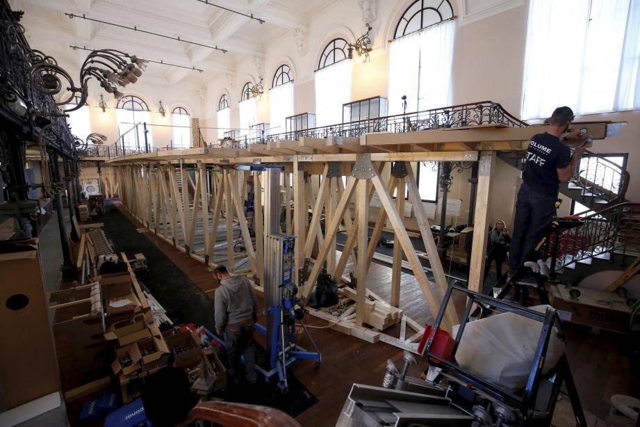 Travaux au musée océanographique de Monaco avec la construction d'un bateau pour le prochain espace de visite.