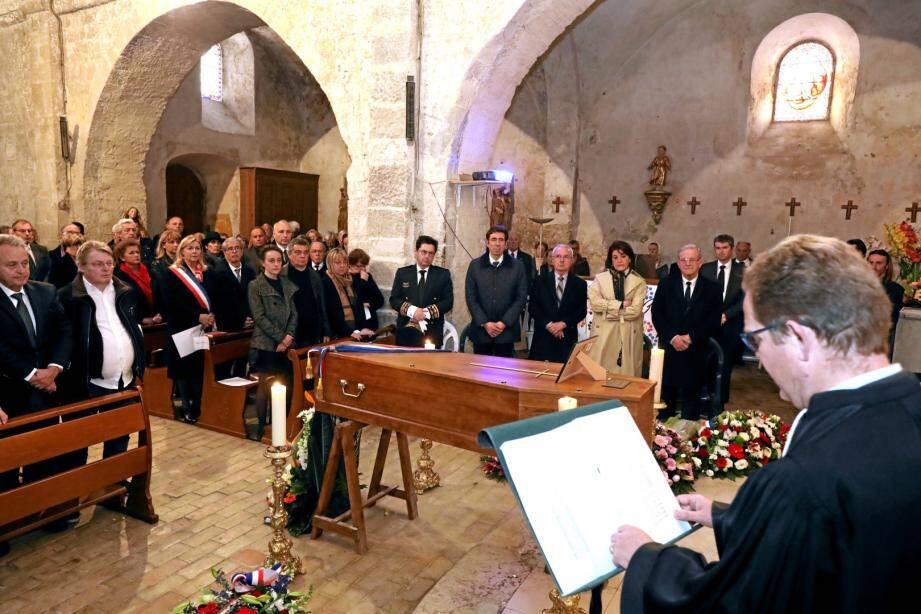 Lors des obsèques d'Alain Arziari, maire de Coursegoules.