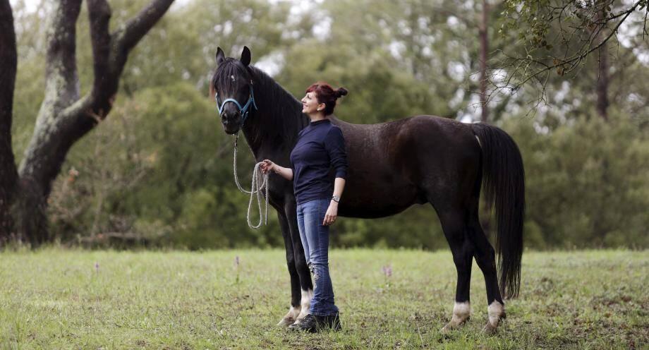Chritelle Triton se lance dans l'élevage de cheval participatif.