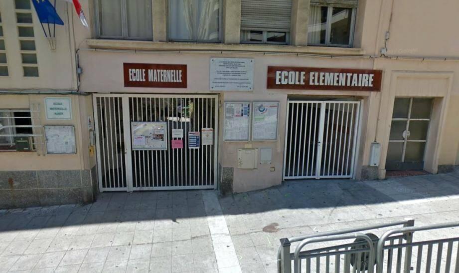 L'école Auber, située à deux pas de la gare SNCF.