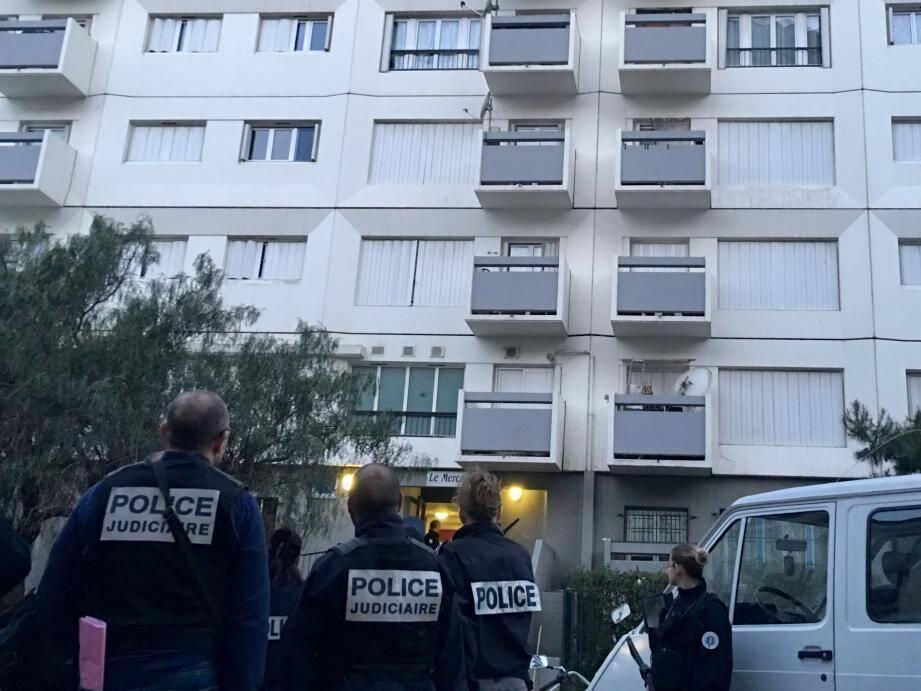 La police a effectué une descente en force tôt ce mardi matin route de Turin.