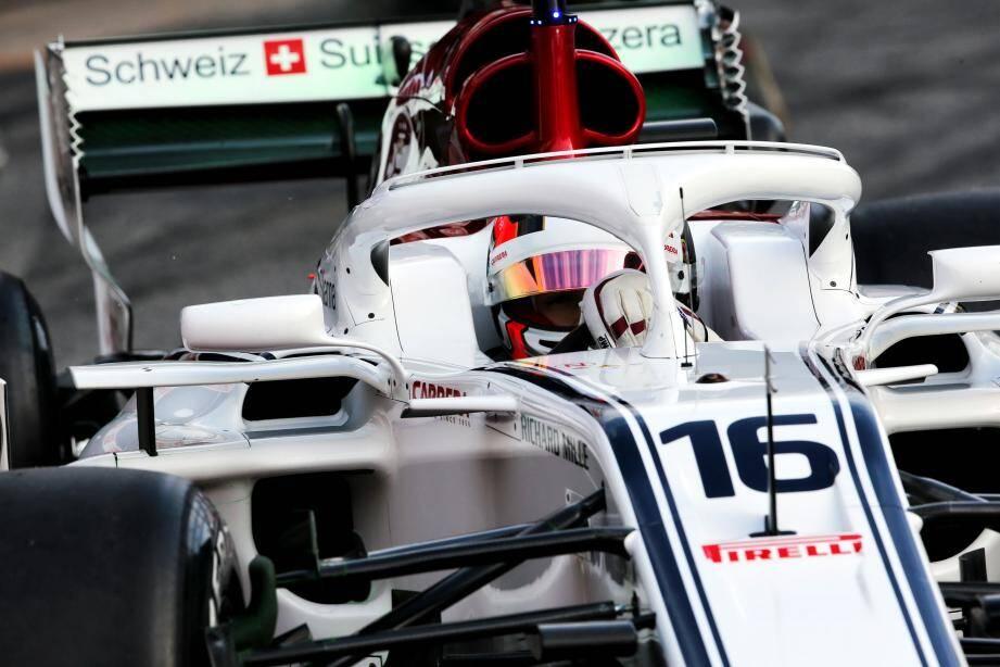 La principale modification technique cette saison réside dans l'installation d'un halo de sécurité devant le cockpit des pilotes.
