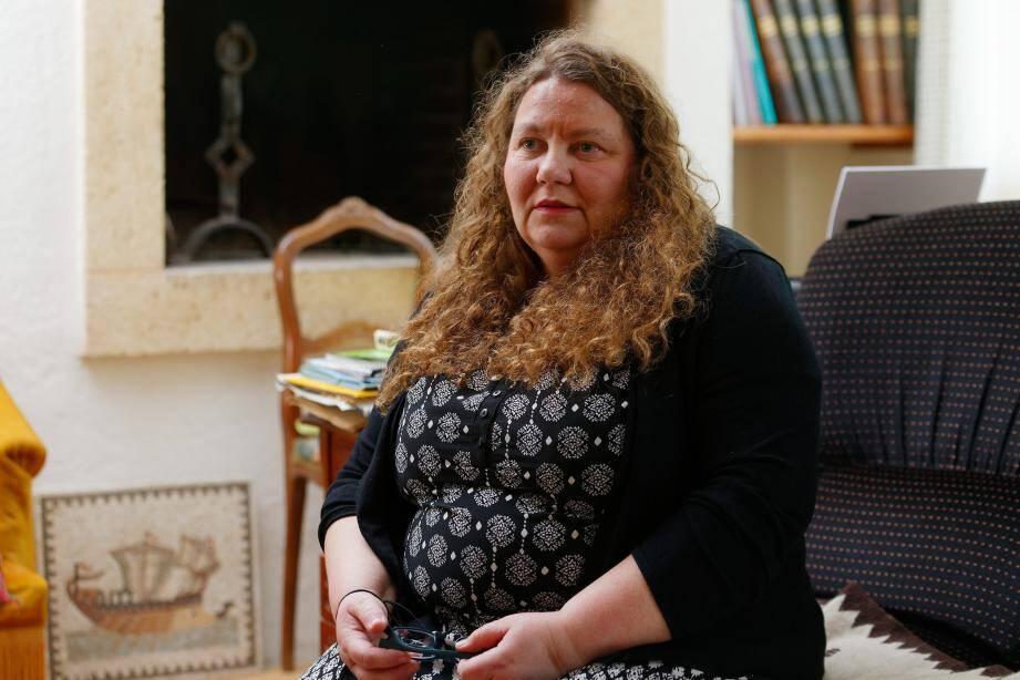Paule-Andrée, 50 ans, en instance de divorce avec un Allemand, se dit victime des agissements de la justice d'outre-Rhin, qui voudrait la priver de ses enfants...